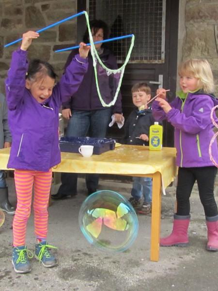 2015_06_23 Tag kleine Forscher Kind und Riesenblase
